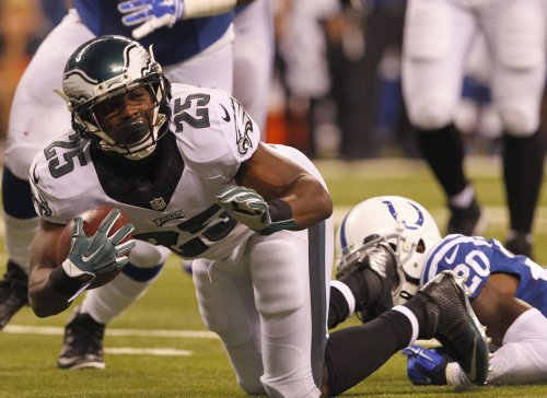 Eagles bounce back with rout of Titans