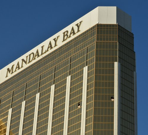 Las-Vegas-shooter-may-have-been-planning-lengthy-standoff:-detectives