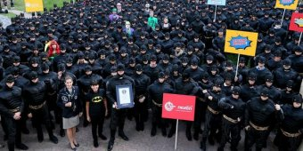 Guinness record set for biggest Batman gathering