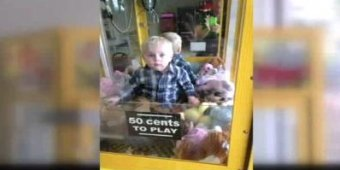 Toddler rescued from claw machine at laundromat [VIDEO]