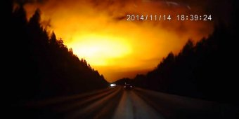 Mysterious flash lights Russian sky [VIDEO]