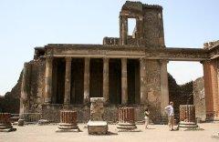 Critics: Pompeii neglected, deteriorating