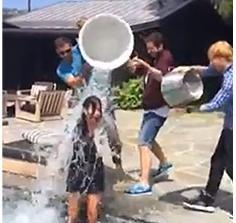 Courteney Cox accepts Jennifer Aniston's ALS Ice Bucket Challenge