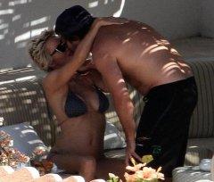 Pamela Anderson, Rick Salomon rekindle romance in Italy