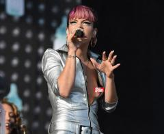 Lily Allen accidentally flashes nipple at V Festival