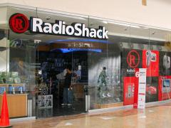 RadioShack to close up to 1100 underperforming stores, sales down 19%