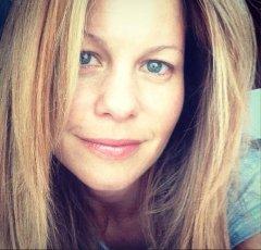 Candace Cameron Bure posts makeup-free selfie