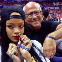 Rihanna donates $25k to police charity after breaking police chief's phone in failed selfie