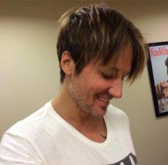 Keith Urban debuts Jennifer Lawrence-style haircut