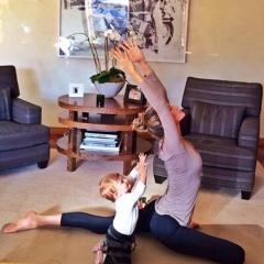 Gisele practices yoga with daughter [PHOTOS]