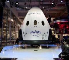 SpaceX unveils Dragon V2 manned space capsule