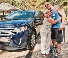 Dwayne Johnson surprises his housekeeper with an SUV [PHOTO]