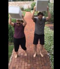 Kelly Clarkson makes first post-baby appearance in ALS Ice Bucket Challenge