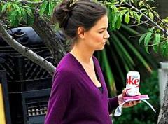 Katie Holmes spotted with prosthetic baby bump on the set of 'Woman In Gold'