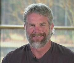 Brett Favre debuts impressive beard before the Super Bowl
