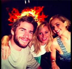 Liam Hemsworth and Jennifer Lawrence join Elizabeth Banks in new selfie