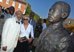 James Meredith statue at Ole Miss draped in noose, Confederate flag