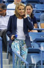 Katie Couric officially hired as Yahoo's 'global anchor'