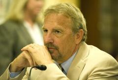Costner sued over oil cleanup system