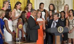 Huskies, Irish remain top teams in women's hoops poll