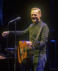 Bryan Adams' girlfriend gives birth to second daughter