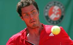 Safin beats 3rd-seed Djokovic at Wimbledon