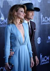 Tim McGraw and Faith Hill duet 'Meanwhile Back at Mama's' at ACM awards