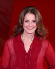 Debra Winger-Patti LuPone play 'The Anarchist' to close Dec. 16