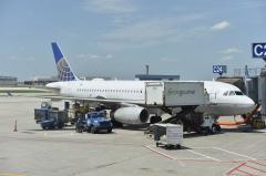 United offers flight attendants $100,000 buyouts