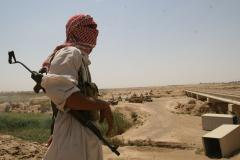 U.S. aims to arm Sunni tribemen as Iraqi army attacks IS in Ramadi