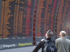 Ash cancels more flights in Britain