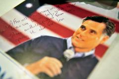 Poll: Romney loses ground but still on top