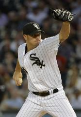 White Sox sign Peavy to 2-year extension