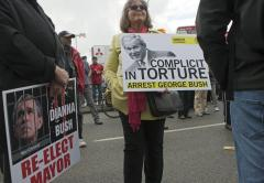 Canadian protesters demand Bush arrest