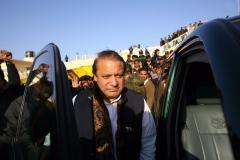 Sharif leaves for Islamabad amid cheers