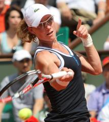 Stosur rallies to make Aegon semis