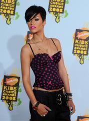Rihanna's 'Bow' tops U.S. record chart