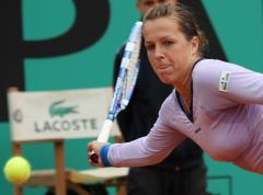 Upset carries Larsson to Slovenia semis