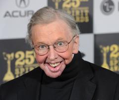 Chicago Sun-Times film critic Roger Ebert fractures hip