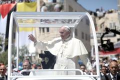 On visit to Holy Land, Pope Francis pushes two state solution, invites Middle East leaders to Rome