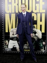 Kim Basinger dons pinstripe suit at 'Grudge Match' premiere