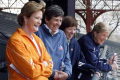 Pat Summitt stepping down as Vols coach