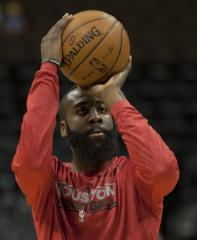 James Harden, Rockets edge Mavericks