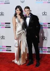 Justin Bieber, Selena Gomez Segway together