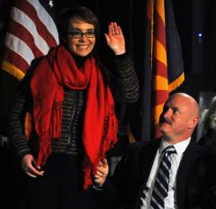 Giffords leads pledge at massacre vigil