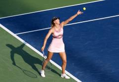 Sharapova advances to WTA semifinals in straight sets