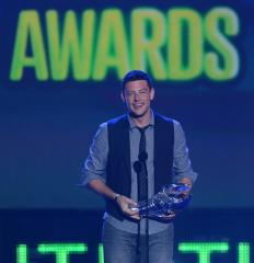 'Glee' pays emotional tribute to actor Cory Monteith
