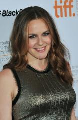 Alicia Silverstone starts vegan breast milk service