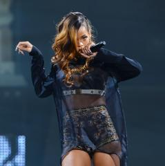 Ailing pop star Rihanna is not pregnant