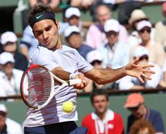 Federer given stern test by Florian Mayer